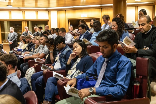 Jugendliche bei der Jugendsynode