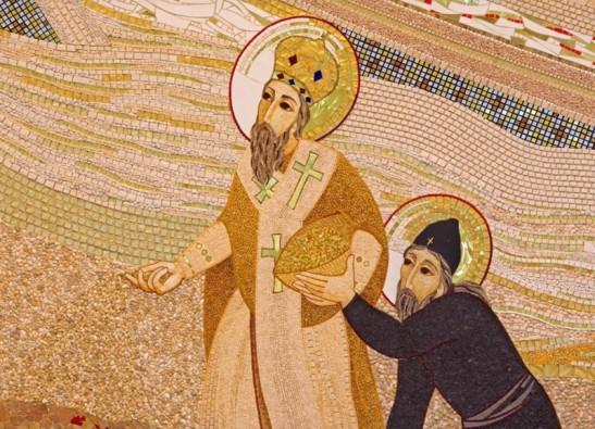 mosaico nella Cattedrale di Saint Sebastian progettato da gesuita Marko Ivan Rupnik (2011) con i Santi Cirillo e Metodio