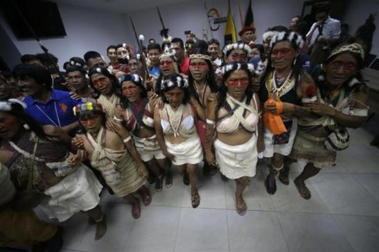 Una protesta degli indios Waorani, Ap