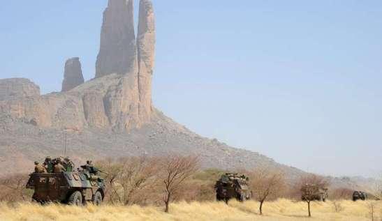 Camionette nel territorio del Mali