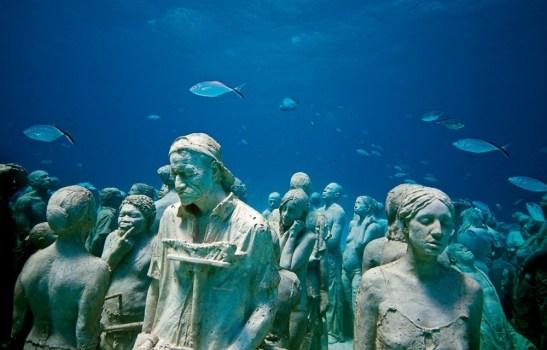 Musée sous marin de Cancun Sculptures de Jason Decaires 1.jpg