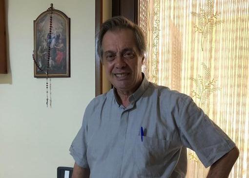 """Padre Antonio Guarino del centro per migranti """"Fernandes"""""""