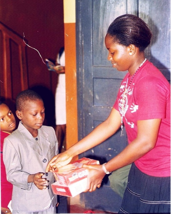 Vivian-with-an-inmate-of-the-Oronsaye-Orphanage-Home-freshblue (1)