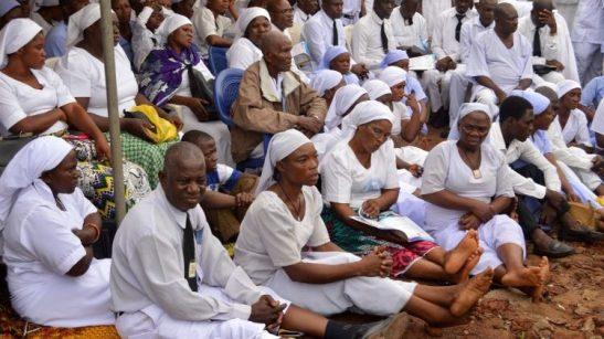cristiani nigeriani dopo un funerale