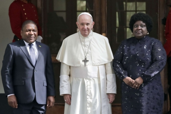 Il Papa con il presidente del Mozambico