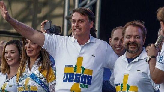 Bolsonaro-evangelicos_2166693345_13991595_667x375