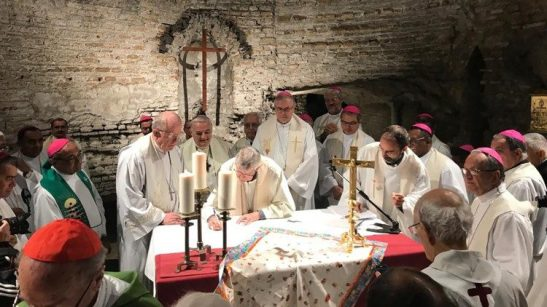 """Un gruppo di padri sinodali rinnova il """"Patto delle catacombe""""1"""