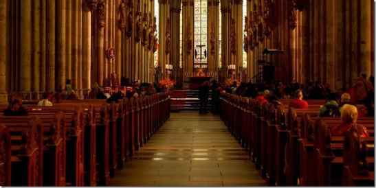 Il protocollo tra CEI e Governo entrerà in vigore lunedì 18 maggio 2020 e presenta misure di sicurezza riguardanti chiese, accessi e liturgia.