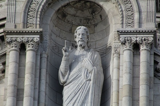 Statue_Jésus_Christ_Basilique_Sacré_Cœur_Montmartre_Paris_1