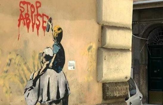 Stop abuse,l mural de la tolerancia cero frente a la pederastia